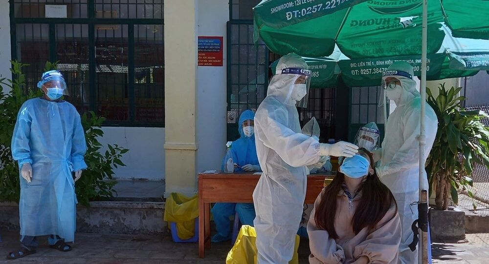Thực hiện lấy mẫu xét nghiệm SARS-CoV-2 tại Phú Yên.