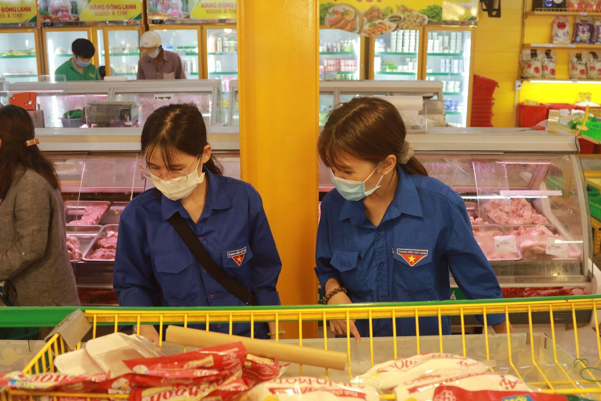 Đại diện các siêu thị ở TP HCM trấn an: 'Đừng hoảng sợ khi thấy kệ hàng trống' - Sputnik Việt Nam, 1920, 15.07.2021