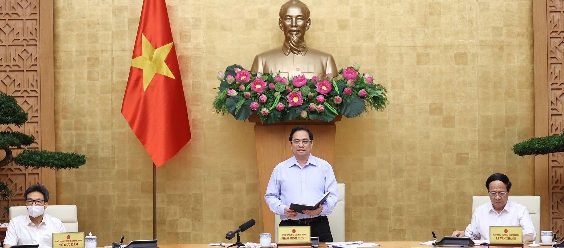 Thủ tướng Phạm Minh Chính chủ trì hội nghị trực tuyến với các tỉnh, thành phía Nam triển khai các biện pháp cấp bách phòng, chống dịch COVID-19 - Sputnik Việt Nam, 1920, 15.07.2021