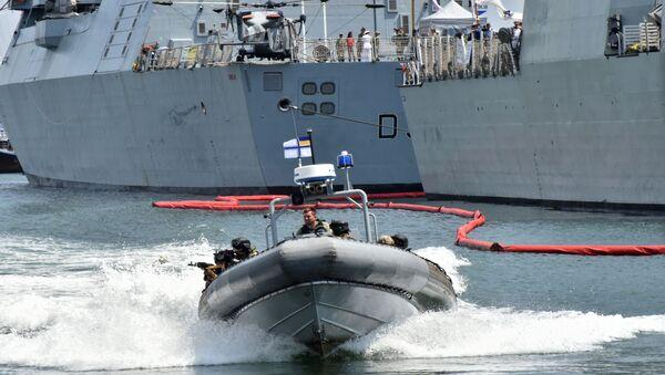 Các binh sĩ đang thực hành các hành động chống lại việc bắt giữ tàu ở Biển Đen - Sputnik Việt Nam