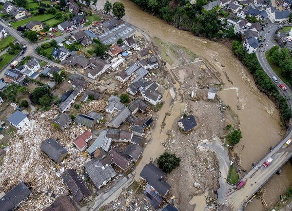 Những ngôi nhà bị phá hủy gần sông Ahr ở Schulda, Đức - Sputnik Việt Nam