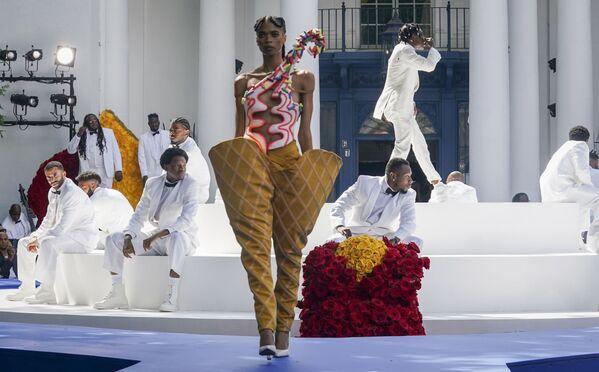 Buổi trình diễn thời trang của Pyer Moss tại Irvington, bang New York, Hoa Kỳ - Sputnik Việt Nam