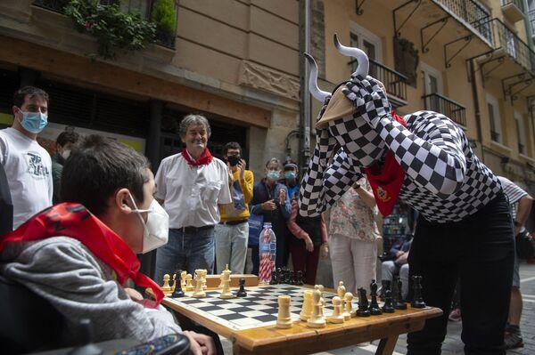 Những người tham gia «Cuộc chạy đua cờ vua» ở Pamplona, Tây Ban Nha - Sputnik Việt Nam