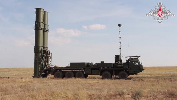Trên thao trường Kapustin Yar, hệ thống tên lửa phòng không S-500 mới nhất đã thực hiện bắn thử nghiệm - Sputnik Việt Nam