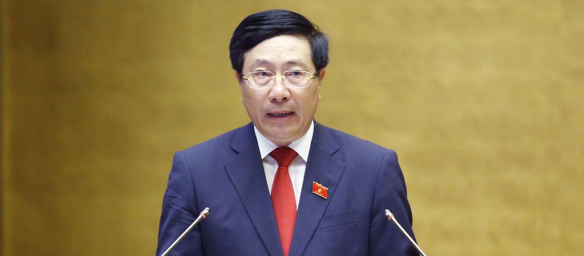Phó Thủ tướng Chính phủ nhiệm kỳ 2016-2021 Phạm Bình Minh trình bày Báo cáo về đánh giá kết quả thực hiện kế hoạch phát triển kinh tế - xã hội, - Sputnik Việt Nam, 1920, 22.07.2021