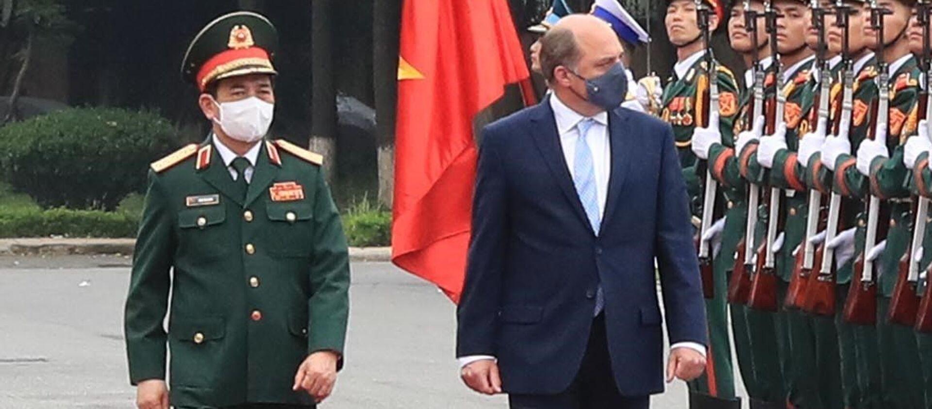 Lễ đón Bộ trưởng Quốc phòng Liên hiệp Vương quốc Anh và Bắc Ireland Robert Ben Lobban Wallace.  - Sputnik Việt Nam, 1920, 22.07.2021