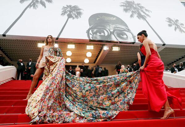 Amanda Ford và Barbara Vittorelli tại Liên hoan phim Cannes lần thứ 74, Pháp - Sputnik Việt Nam