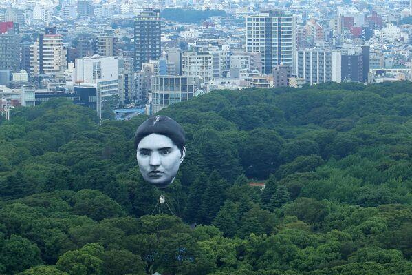 Khinh khí cầu do nhóm nghệ thuật Nhật Bản mé chế tạo bay lượn trên công viên Yoyogi ở Tokyo, Nhật Bản - Sputnik Việt Nam