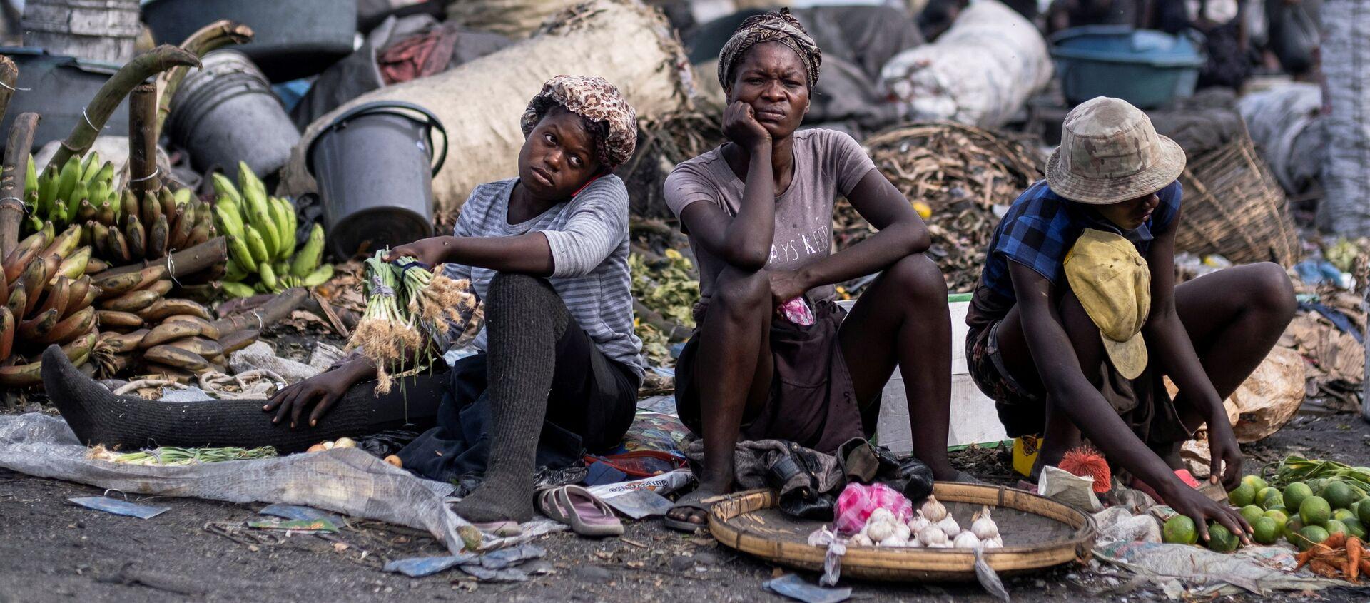Những người bán hoa quả tại khu chợ ở Cap Haitien, Haiti - Sputnik Việt Nam, 1920, 17.09.2021
