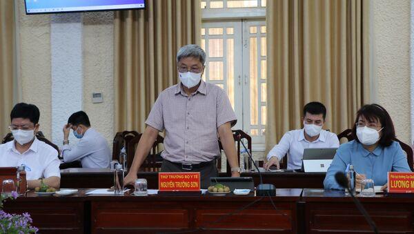 Thứ trưởng Bộ Y tế Nguyễn Trường Sơn phát biểu tại buổi làm việc - Sputnik Việt Nam