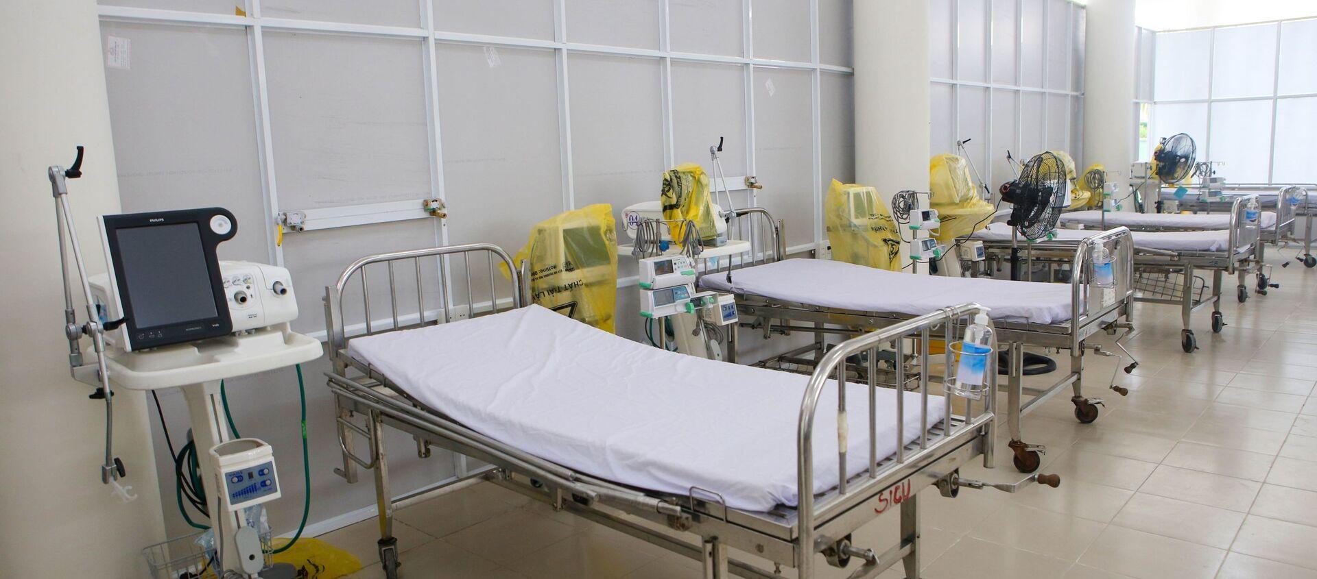 Khu Hồi sức cấp cứu tại bệnh viện dã chiến với các trang bị máy mọc hiện đại - Sputnik Việt Nam, 1920, 17.08.2021