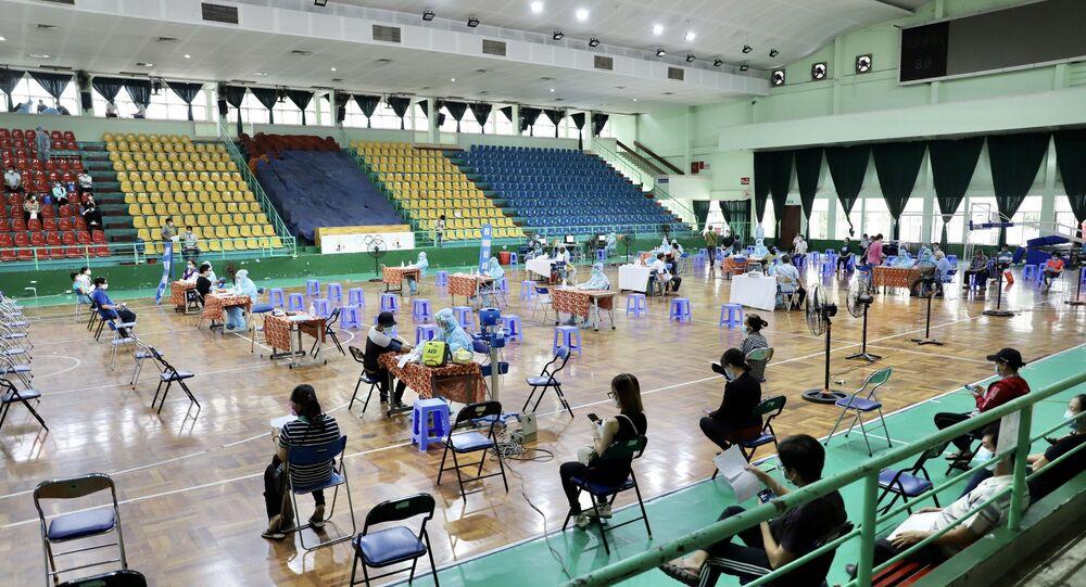 Điểm tiêm vaccine tại Nhà thi đấu Lãnh Binh Thăng (Quận 11, Thành phố Hồ Chí Minh)