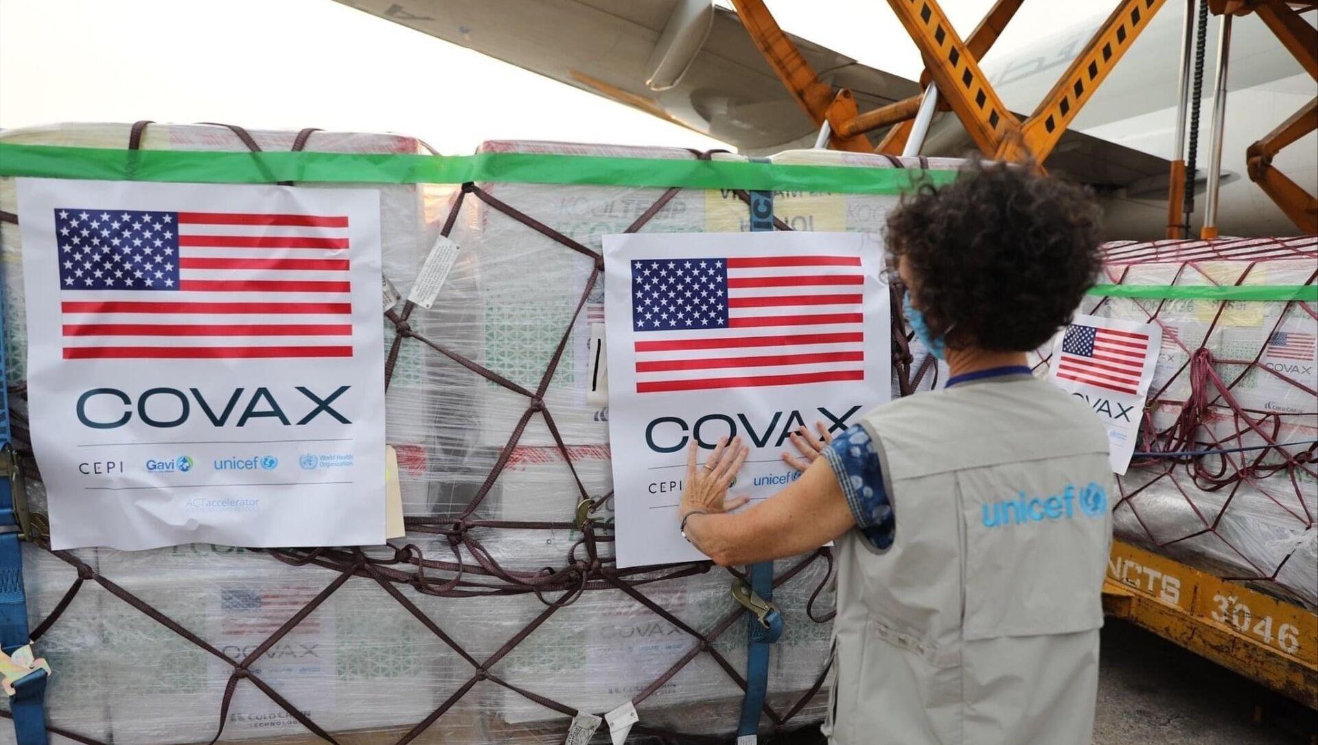 Chiều tối 25/7, chiếc máy bay chở hơn 1,5 triệu liều vaccine Moderna phòng COVID-19 đáp xuống Sân bay Quốc tế Nội Bài - Sputnik Việt Nam, 1920, 28.07.2021