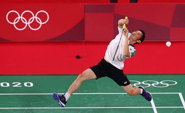 Vận động viên cầu lông Việt Nam Nguyễn Tiến Minh trong trận cầu tại Olympic Tokyo 2020, Nhật Bản - Sputnik Việt Nam