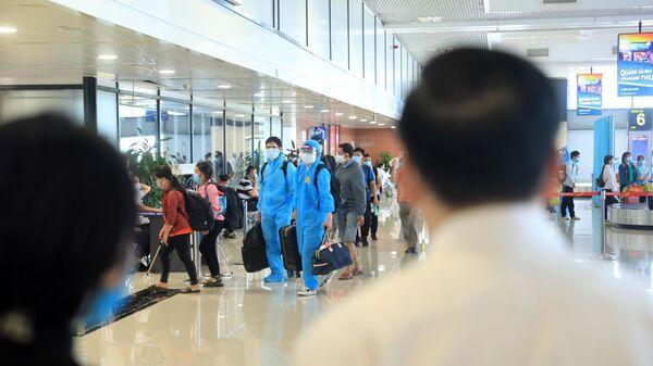 Hành khách đến Hà Nội tại Sân bay Quốc tế Nội Bài sáng 15/7 - Sputnik Việt Nam