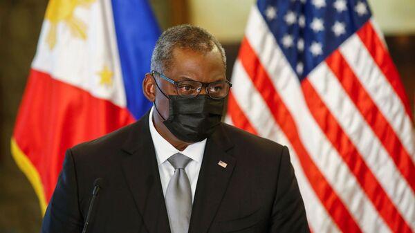 Bộ trưởng Quốc phòng Hoa Kỳ Lloyd Austin tại cuộc họp báo sau khi hội đàm với Bộ trưởng Quốc phòng Philippines Delphin Lorenzana - Sputnik Việt Nam