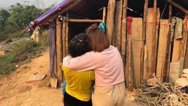 Nạn nhân của nạn buôn bán người đoàn tụ với gia đình - Sputnik Việt Nam