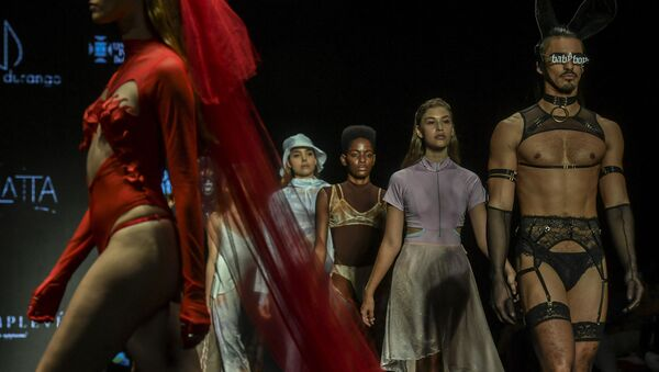 Người mẫu trong buổi trình diễn thời trang, Colombia - Sputnik Việt Nam