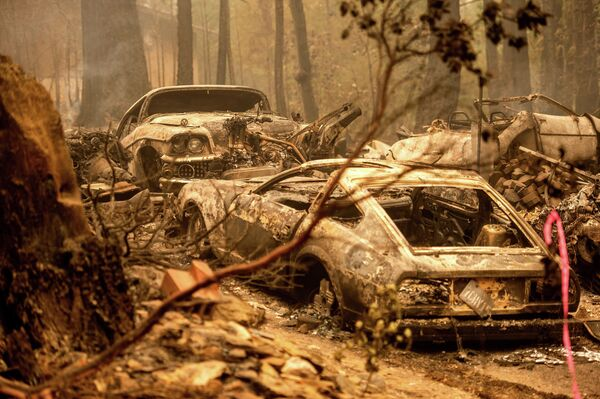 Ô tô sau đám cháy ở khu vực Indian Falls, Plumas County, bang California - Sputnik Việt Nam