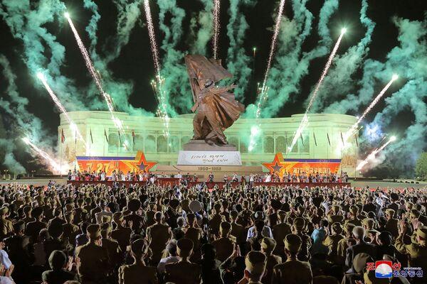 Bắn pháo hoa ở Bình Nhưỡng vinh danh Hội nghị Cựu chiến binh Toàn quốc lần thứ 7 - Sputnik Việt Nam