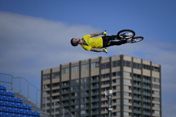 Vận động viên người Úc Logan Martin trong buổi tập luyện BMX Freestyle tại Thế vận hội Mùa hè Tokyo - Sputnik Việt Nam