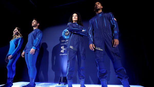 Công ty Virgin Galactic của tỷ phú Richard Branson hợp tác với Under Armour ra mắt bộ quần áo cho các du khâch vũ trụ của công ty - Sputnik Việt Nam