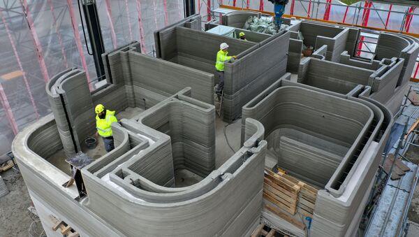 Hiện trường xây dựng tòa nhà dân cư đầu tiên dùng máy in 3D để đổ bê tông, ở Beckum, Tây Đức - Sputnik Việt Nam