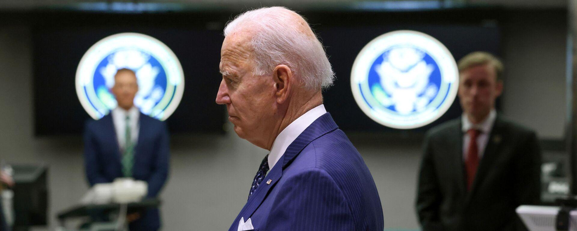 Tổng thống Hoa Kỳ Joe Biden thăm Tầng Giám sát Trung tâm Chống Khủng bố Quốc gia trong chuyến thăm Văn phòng Giám đốc Tình báo Quốc gia ở McLean, Virginia gần đó bên ngoài Washington, Hoa Kỳ, ngày 27 tháng 7 năm 2021 - Sputnik Việt Nam, 1920, 14.10.2021