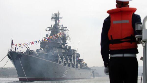 Tàu tuần dương tên lửa cận vệ Moskva thuộc Hạm đội Biển Đen của Liên bang Nga - Sputnik Việt Nam