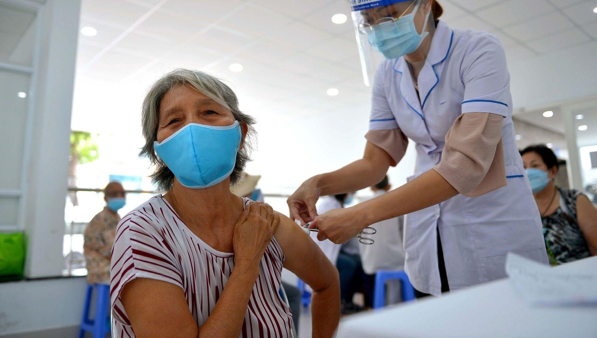 TP. Hồ Chí Minh: Nỗ lực đưa vaccine đến người nghèo, cao tuổi, diện chính sách - Sputnik Việt Nam, 1920, 01.08.2021