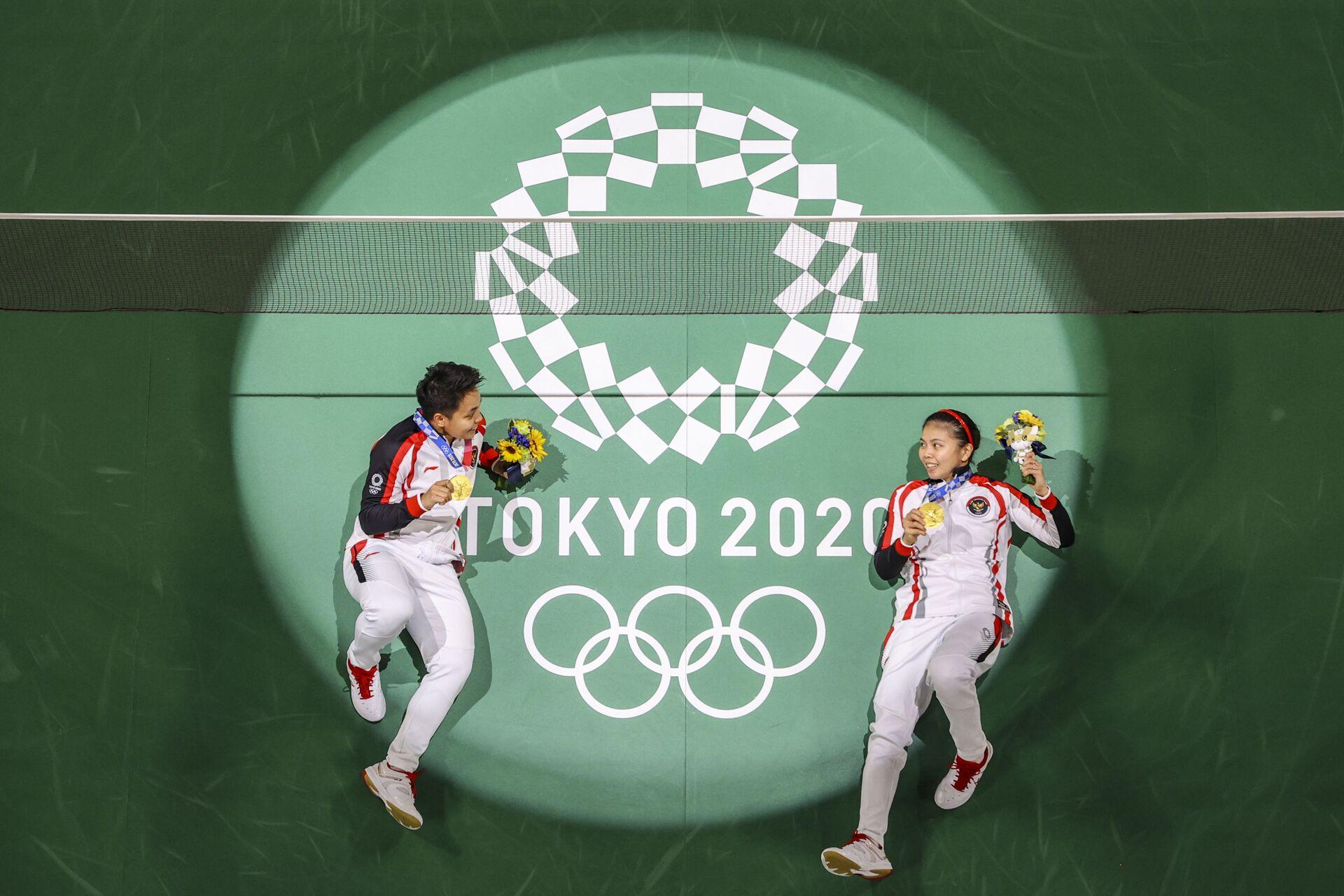Hai vận động viên Greysia Polii và Apriyani Rahayu của Indonesia tại Thế vận hội Olympic Tokyo - Sputnik Việt Nam, 1920, 05.10.2021