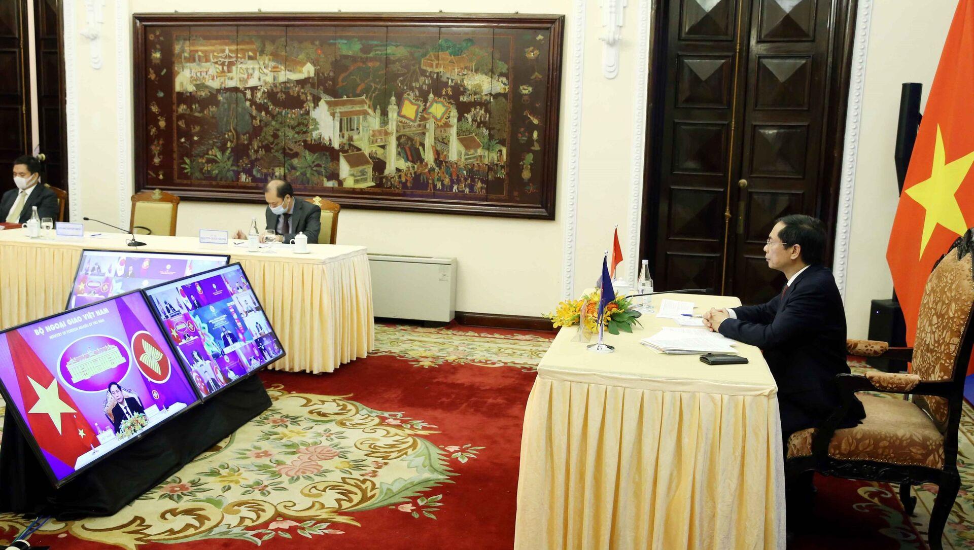 Bộ trưởng Bộ Ngoại giao Bùi Thanh Sơn tham dự Hội nghị Bộ trưởng Ngoại giao ASEAN – Hàn Quốc theo hình thức trực tuyến. - Sputnik Việt Nam, 1920, 03.08.2021