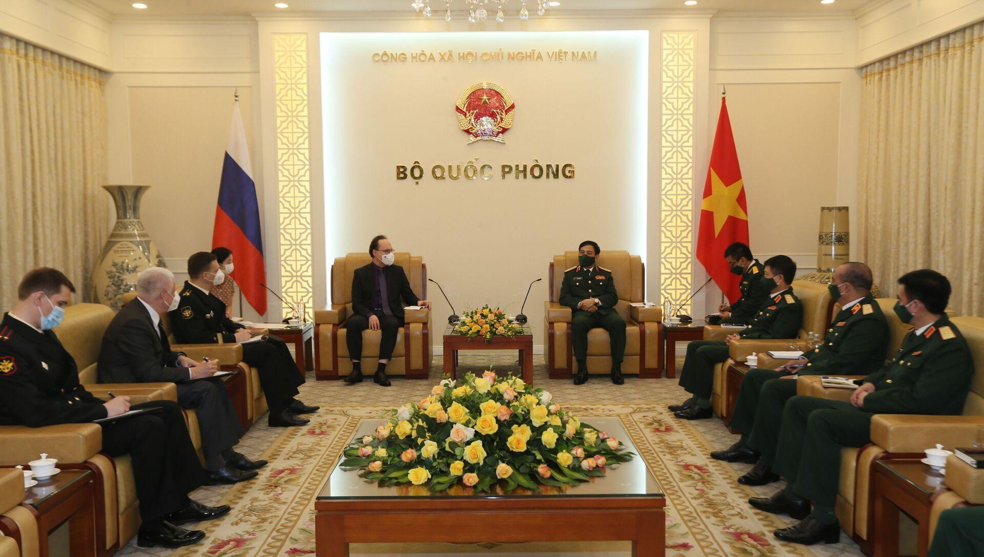 Bộ trưởng Bộ Quốc phòng tiếp Đại sứ Liên bang Nga tại Việt Nam. - Sputnik Việt Nam, 1920, 04.08.2021