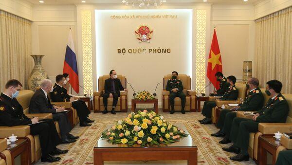 Bộ trưởng Bộ Quốc phòng tiếp Đại sứ Liên bang Nga tại Việt Nam. - Sputnik Việt Nam