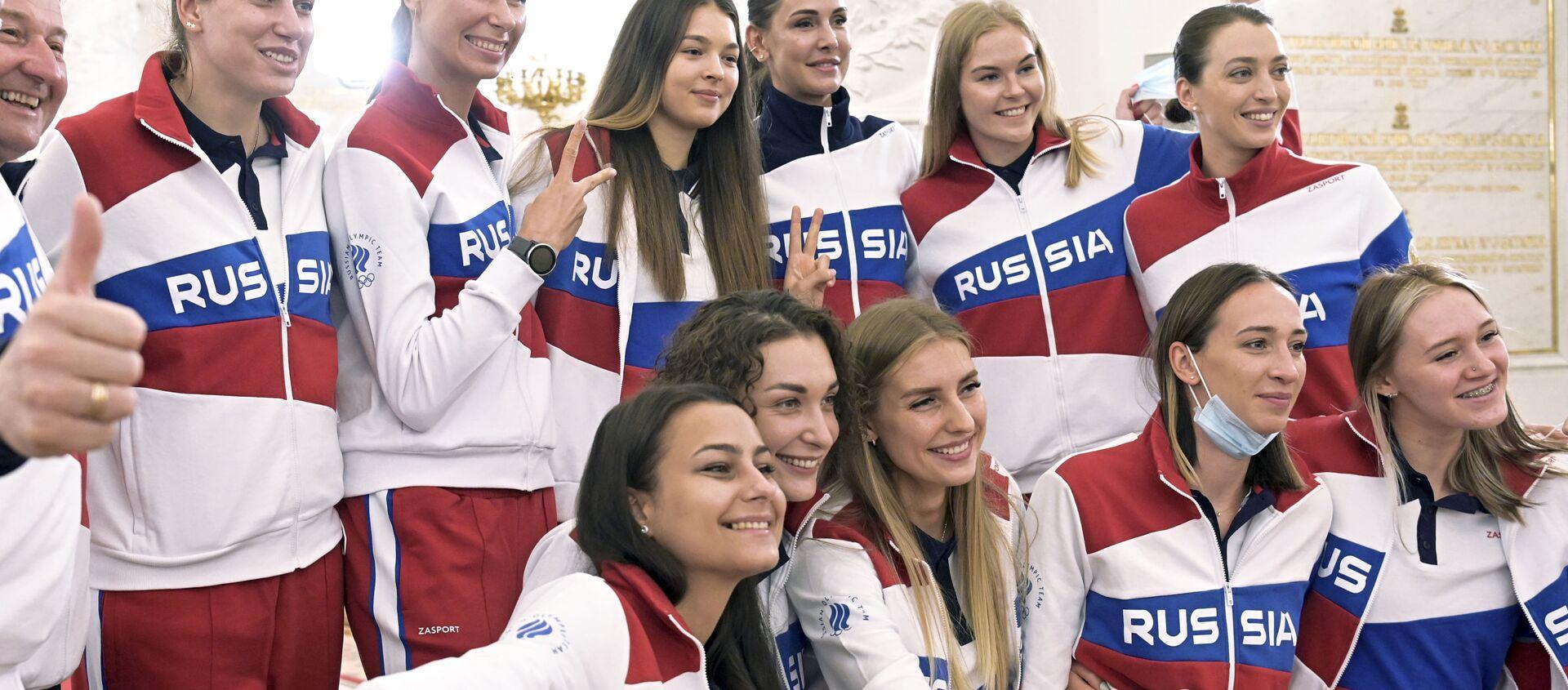 Các thành viên của đội Olympic Nga chụp ảnh tập thể sau cuộc gặp với Tổng thống Nga Vladimir Putin trước thềm Thế vận hội Mùa hè Tokyo ở Moscow, Nga - Sputnik Việt Nam, 1920, 04.08.2021