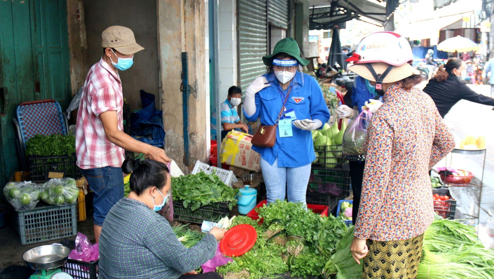 COVID-19: Đội shipper xanh đi chợ giúp dân tại Phan Thiết - Sputnik Việt Nam, 1920, 05.08.2021