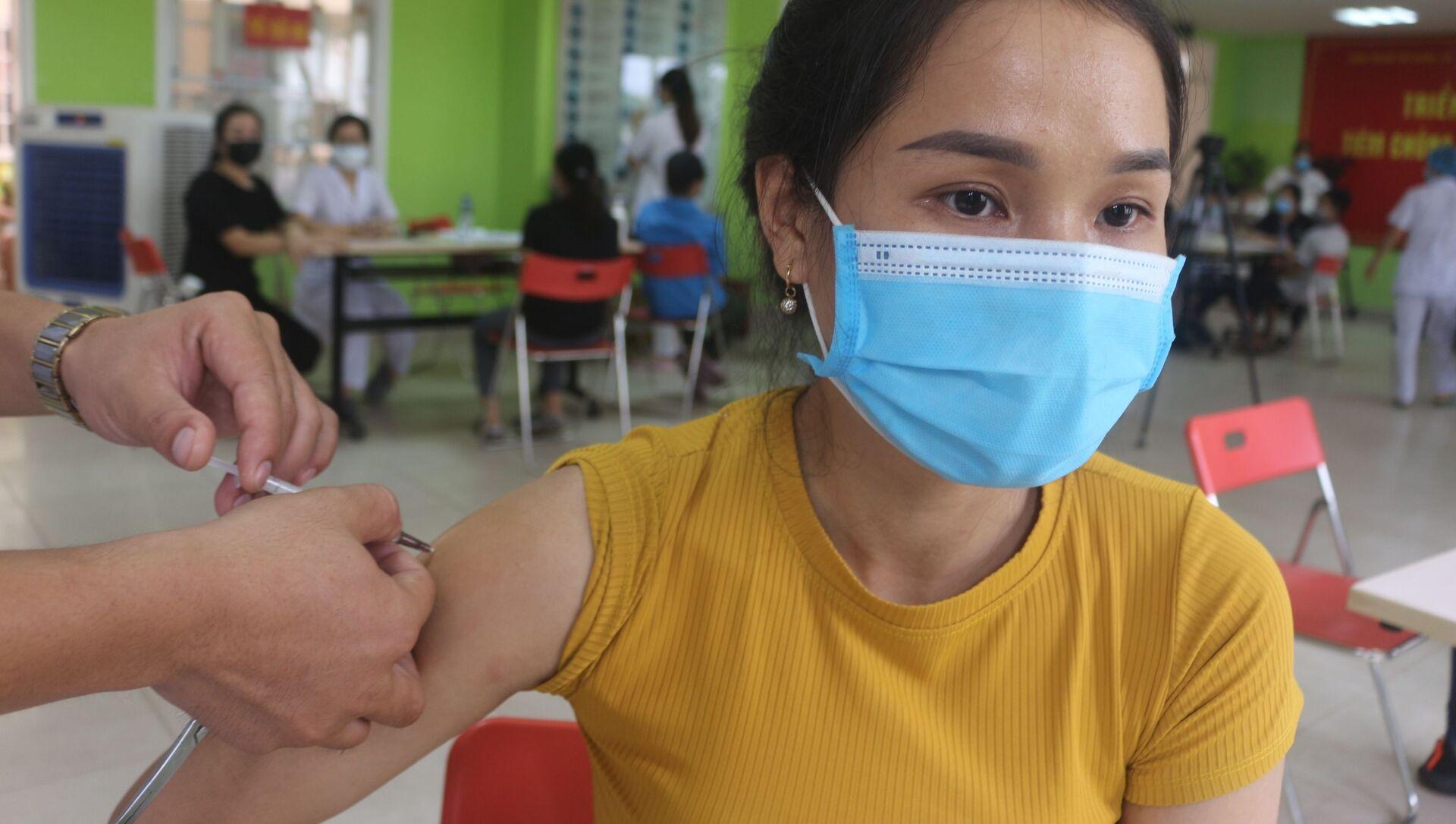 Cư dân các xã, phường biên giới của thành phố Móng được tiêm vaccine phòng COVID-19 mũi 2. - Sputnik Việt Nam, 1920, 05.08.2021