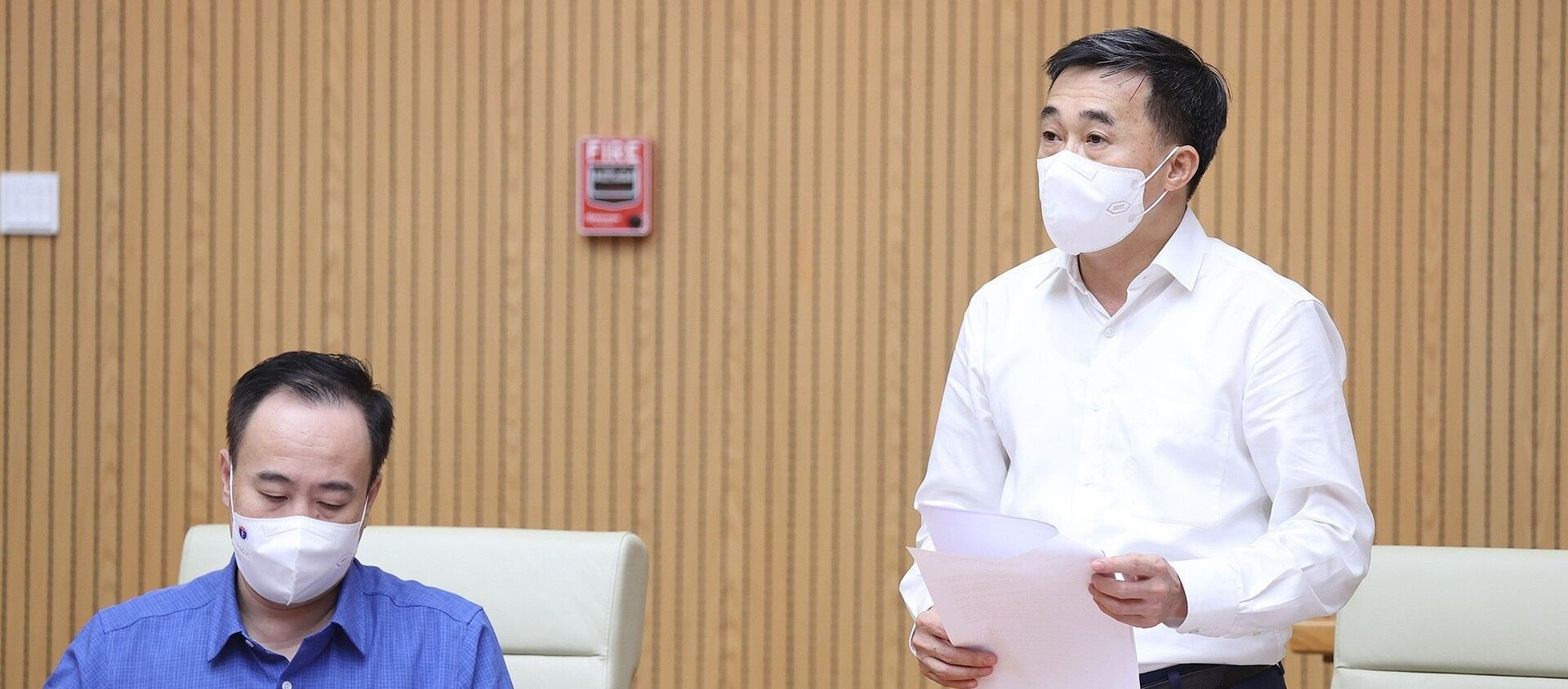 Thứ trưởng Bộ Y tế Trần Văn Thuấn báo cáo tiến độ sản xuất, thử nghiệm vaccine trong nước. - Sputnik Việt Nam, 1920, 06.08.2021