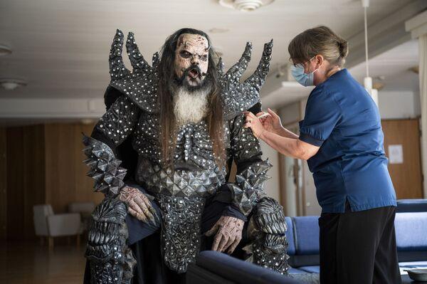 Ca sĩ Lordi của ban nhạc hard rock tiêm liều vắc xin COVID-19 thứ hai, Phần Lan - Sputnik Việt Nam