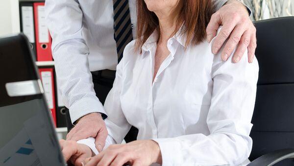 Xâm phạm nhân phẩm, danh dự nữ nhân viên ngay tại phòng làm việc. - Sputnik Việt Nam