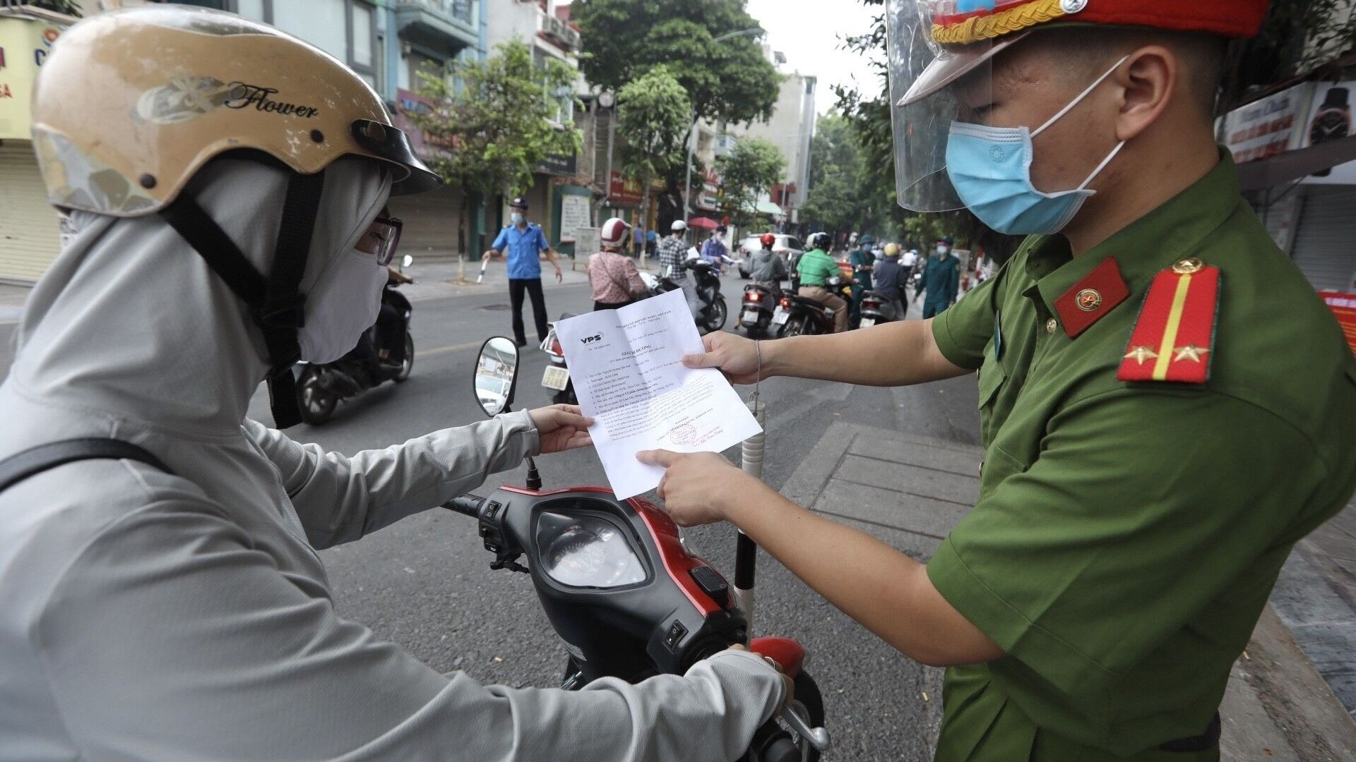 Hà Nội siết chặt cấp và sử dụng giấy đi đường trong thời gian thực hiện giãn cách xã hội - Sputnik Việt Nam, 1920, 09.08.2021