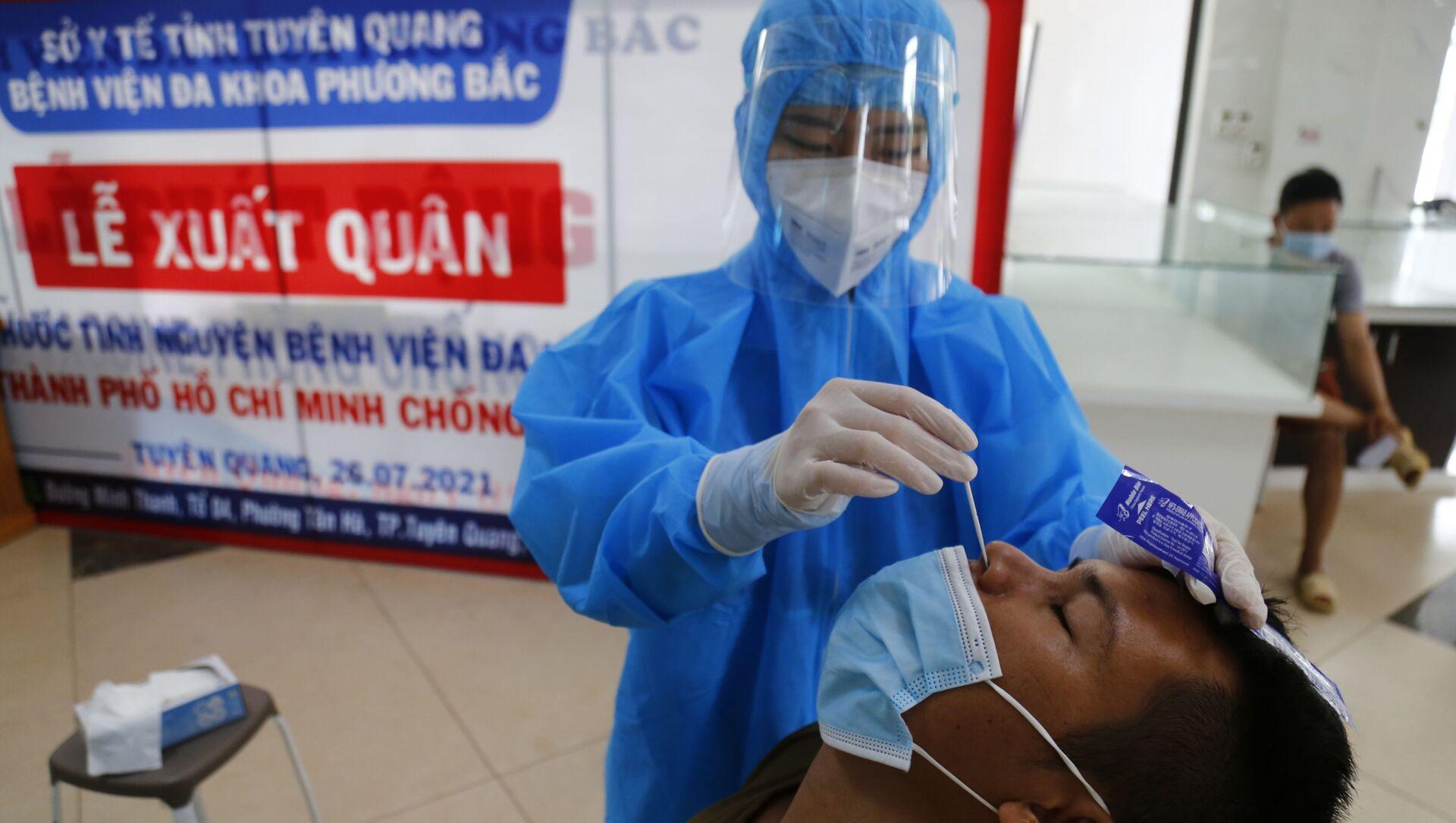 Lấy mẫu xét nghiệm virus SARS-CoV-2 cho người dân có nhu cầu. - Sputnik Việt Nam, 1920, 09.08.2021