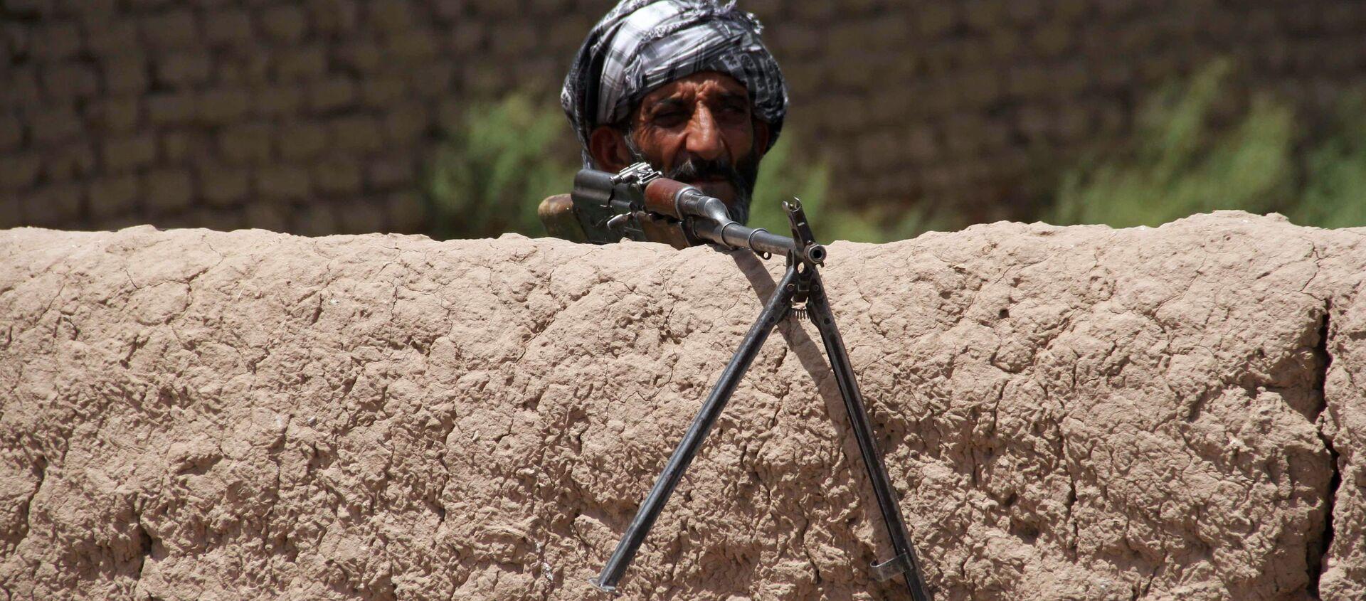 Một cựu Mujahideen (hoặc mujahidin, chiến binh thánh chiến Hồi giáo) đang trong ca trực trạm kiểm soát ở ngoại vi tỉnh Herat, Afghanistan - Sputnik Việt Nam, 1920, 09.08.2021