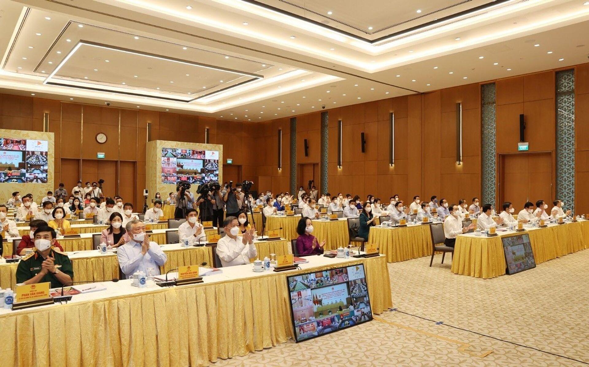 Các đồng chí lãnh đạo Đảng, Nhà nước và các đại biểu dự phiên họp đầu tiên của Chính phủ nhiệm kỳ 2021- 2026 với các địa phương được tổ chức theo hình thức trực tuyến - Sputnik Việt Nam, 1920, 05.10.2021