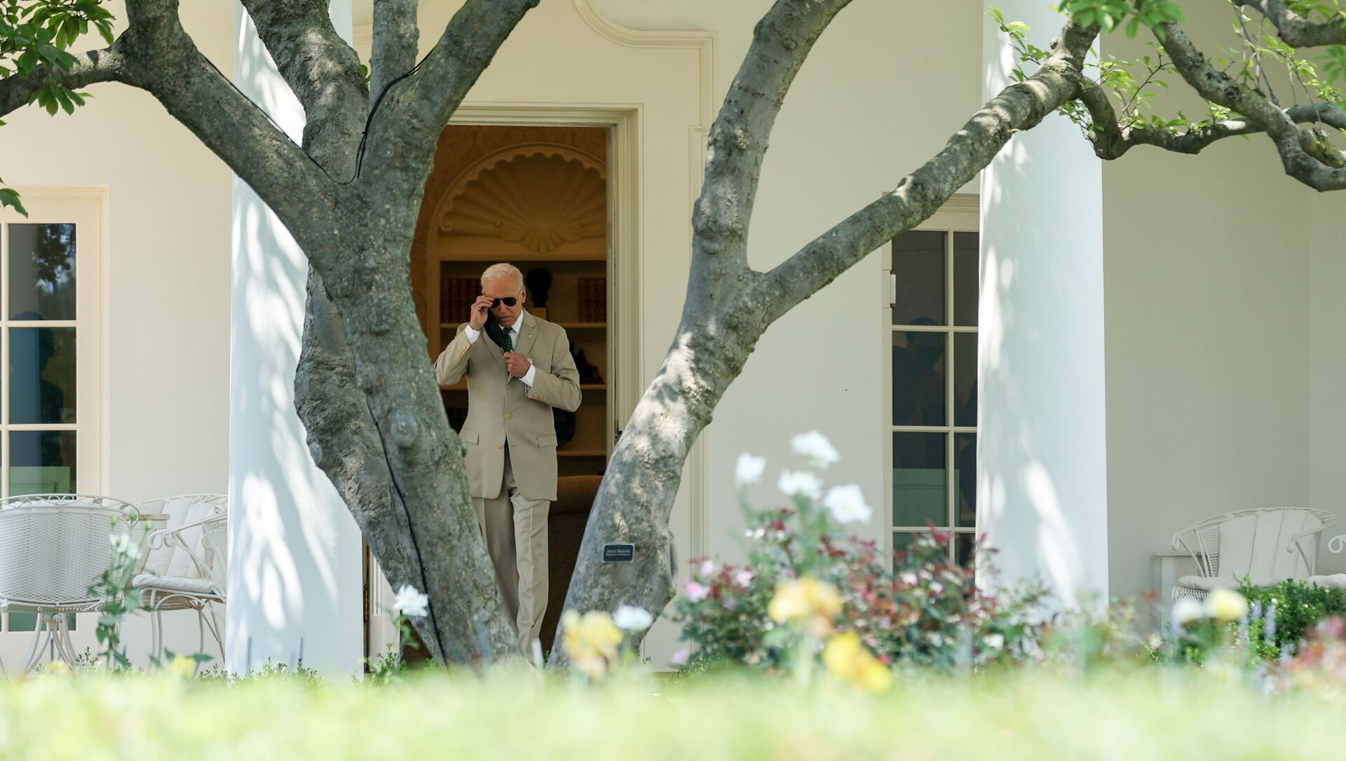 Tổng thống Hoa Kỳ Joe Biden lên đường khởi hành đến Delaware qua Marine One từ Bãi cỏ phía Nam của Nhà Trắng ở Washington, Hoa Kỳ ngày 6 tháng 8 năm 2021 - Sputnik Việt Nam, 1920, 11.08.2021