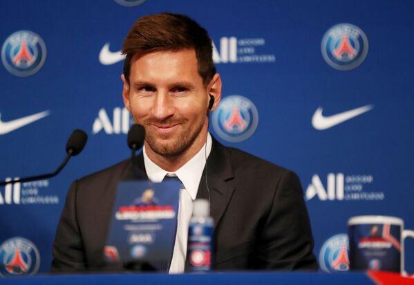 Lionel Messi trong cuộc họp báo sau khi ký hợp đồng với PSG, Paris, Pháp - Sputnik Việt Nam