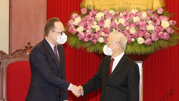 Tổng Bí thư Nguyễn Phú Trọng tiếp Đại sứ Liên bang Nga Gennady Bezdetko. - Sputnik Việt Nam