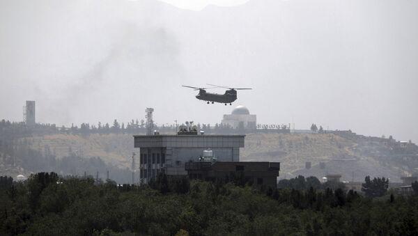 Trực thăng Chinook trên Đại sứ quán Hoa Kỳ ở Kabul - Sputnik Việt Nam