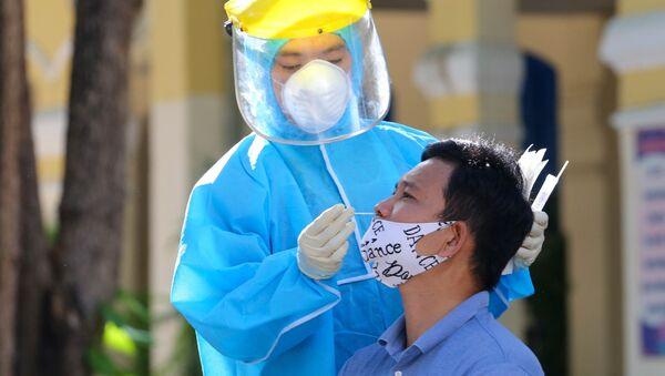 Người dân Đà Nẵng tiếp tục được lấy mẫu xét nghiệm SARS-CoV-2 trong tuần thực hiện giãn cách để sớm khoanh vùng dập dịch - Sputnik Việt Nam