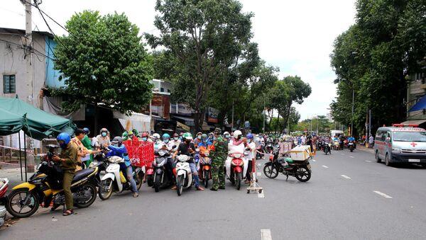 Ùn ứ tại chốt kiểm soát trên đường Đinh Bộ Lĩnh, quận Bình Thạnh - Sputnik Việt Nam